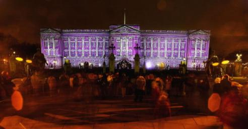 LONDON - DECEMBER 24: Buckingham Palace is lit up as part of a number of switch-on ceremonies leading up to Christmas, on December 24, 2003 in London. (Photo by Bruno Vincent/Getty Images)