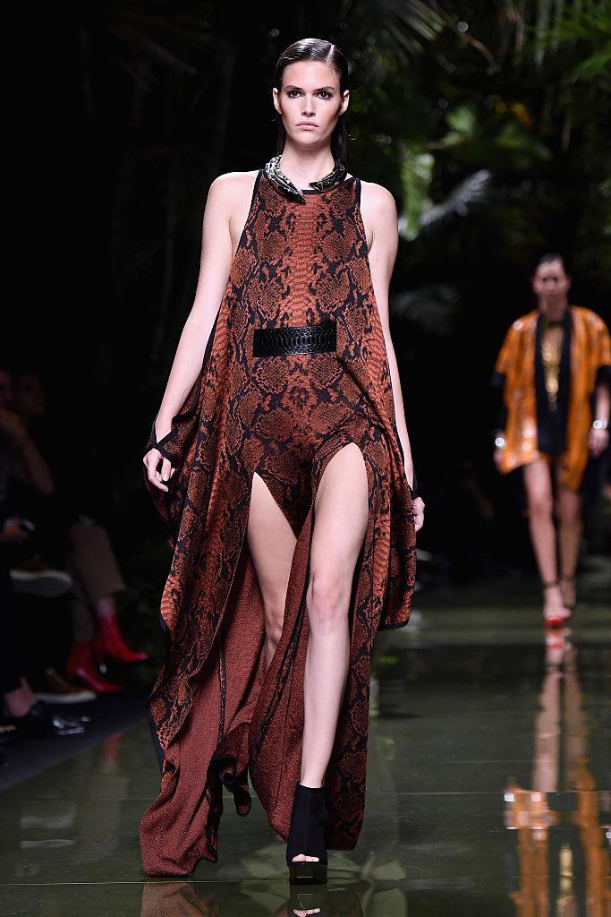 Balmain : Runway - Paris Fashion Week Womenswear Spring/Summer 2017